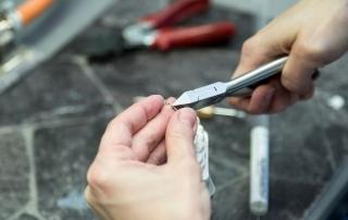 Arbejdsproces i fremstilling af bøjle i orto laboratorium